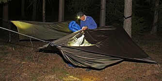 ØV PÅ FORHÅND: Sjekk at alle delene fungerer sammen og få montering av køya «i fingrene » før du står ute i en nattsvart skog og skal ha opp køya!