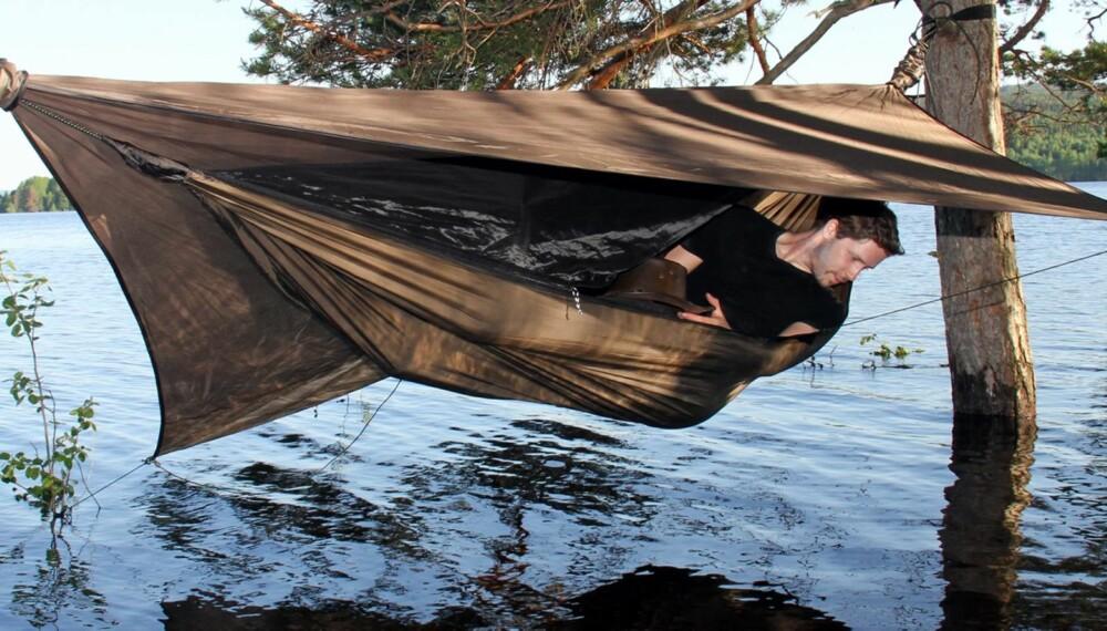 FORDEL MED HØYDE: I hengekøya er du høyt hevet over dagligdagse problemer som steinete underlag, småkryp og flom...
