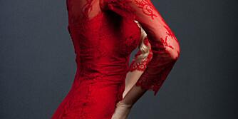 HOLD DEG TIL KLESKODEN: Dropp rød kjole.