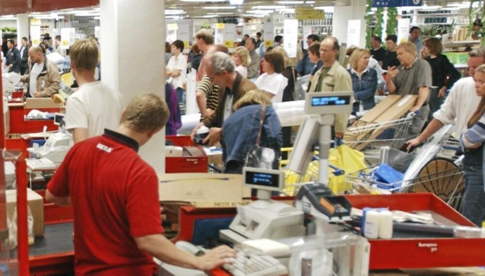 IKEA SLEPENDEN: Kundene strømmer til Ikea. Noen kommer tilbake til Ikeas bytte- og returavdeling.