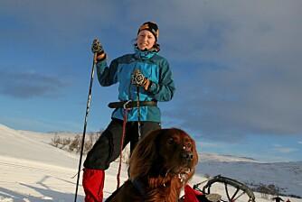 I OG UTENFOR LØYPA: Går du mye i områder på f.eks fjellet hvor det er oppkjørte løyper kan det være lurt å velge en ski som ikke er for bred til å bruke i sporet. Bruker du hund kan en ski uten stålkant være lurt.