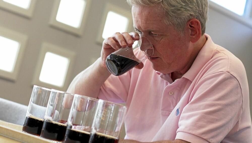SYNTETISK: Vinsmaker Arnie Stalheim syntes de fleste lettbrusene hadde en i overkant syntetisk søtsmak.