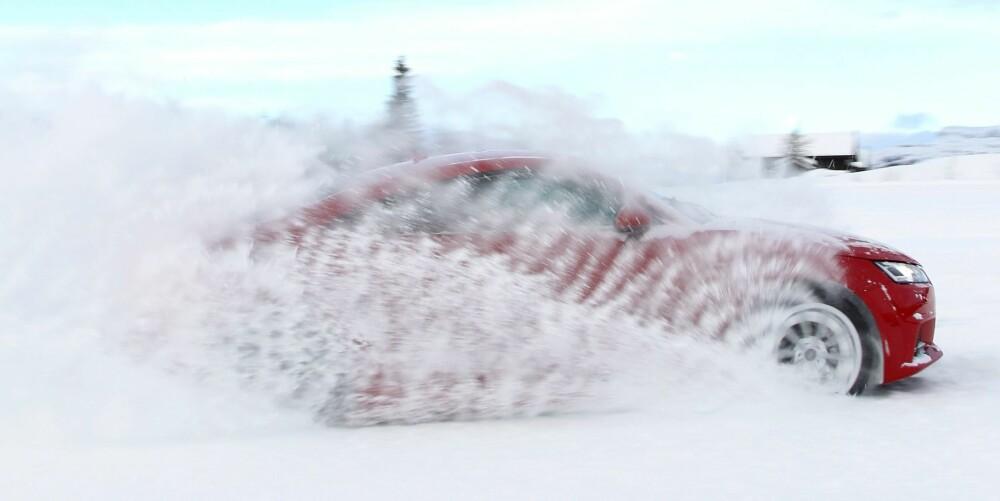 KOMMER FRAM: Der mange tohjulsdrevne sportsbiler ville blitt stående på flekken, skyter TT fart. Fremdriften på vinterføre er helt fenomenal.