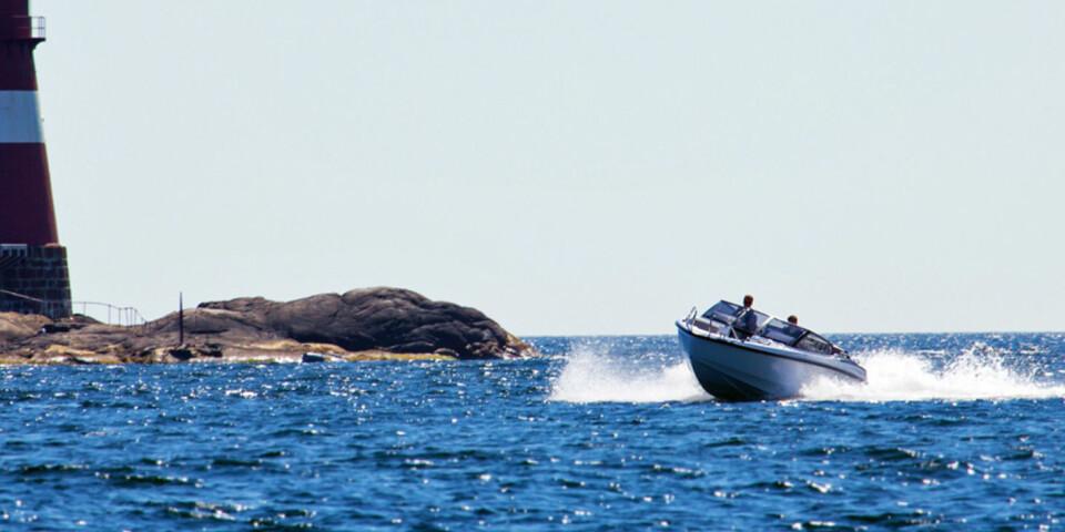 LETTKJØRT: Du behøver ikke være ekspert bak rattet for å få det beste ut av båten. (FOTO: Terje Bjørnsen)