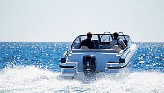NOK KREFTER: Mercurys 150-hester har nok kraft både til fin toppfart og akselerasjon. Selv om du fyller opp båten med folk. (FOTO: Terje Bjørnsen)