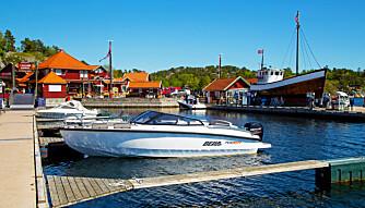 PASSE TØFF: Moderne linjer og moderat dekor kler båten fint. Legg merke til at havnepresenningen forut kneppes på utsiden, det gjør den tett også under kjøring. (FOTO: Terje Bjørnsen)