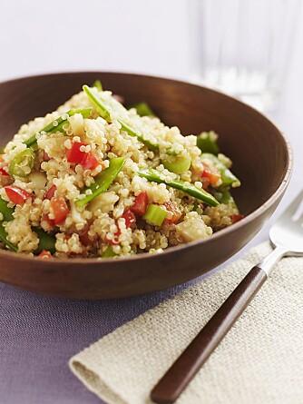 DIGG QUINOA-SALAT: Quinoa er særlig rik på flavonoidene quercetin og kaempferol, og inneholder faktisk mer av disse antioksidantene enn blåbær.