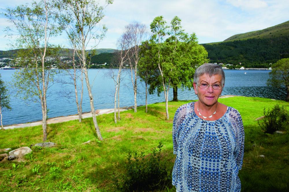 ADOPTERT: Tyskerbarnet Jorunn Ågot ble adoptert bort da hun var lite barn. Hun kom til snille adoptivforeldre i Ulsteinvik. Hun bor fremdeles på det naturskjønne stedet der hun vokste opp.