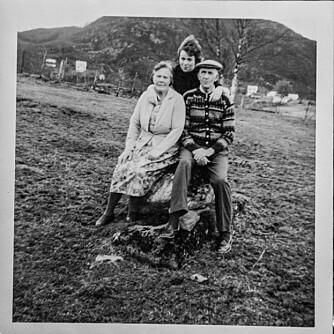 ADOPTIVFORELDRENE: – Mine adoptivforeldre var de beste foreldre jeg kunne hatt, sier Jorunn Ågot, som fikk en lykkelig barndom.