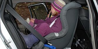 VRIENT: Familien Nyland fikk skikk på monteringen etter hvert. De er ikke alene om å synes at bilstol-montering er tungvint.