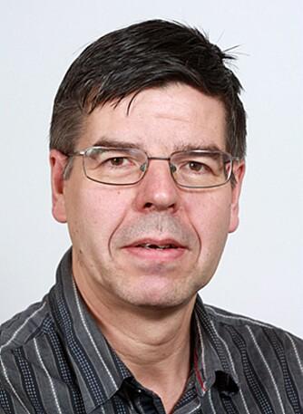 KJEMISK SJAMPO-DYPDYKK: Einar Uggerud, professor ved Kjemisk institutt ved Universitet i Oslo, har sett nærmere på stoffene i sjampo.