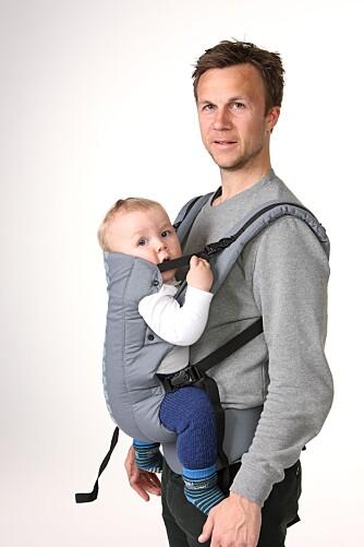 SKUFFENDE: - Den sitter ikke bra med barnet foran, mener Sten Are Edvardsen om Beco Gemini, som kom svakest ut av bæreselene i denne testen.
