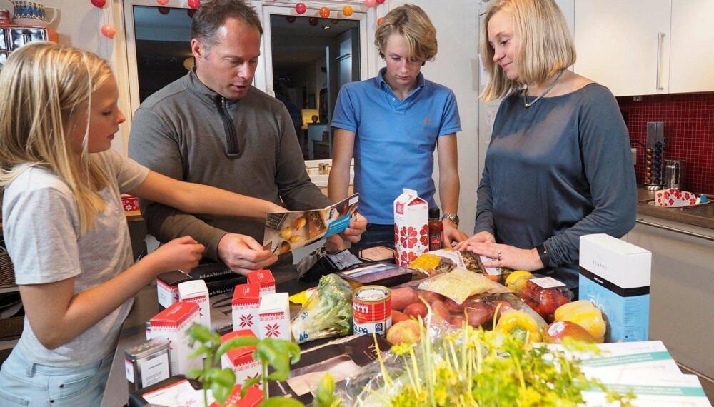 KLARE FAVORITTER: Tenåringsfamilien fra Tåsen i Oslo likte Kokkeløren og Kolonihagen best av matkassene. Fra venstre: Kaja, Nicolay, Magnus og Anne. FOTO: Petter Berg