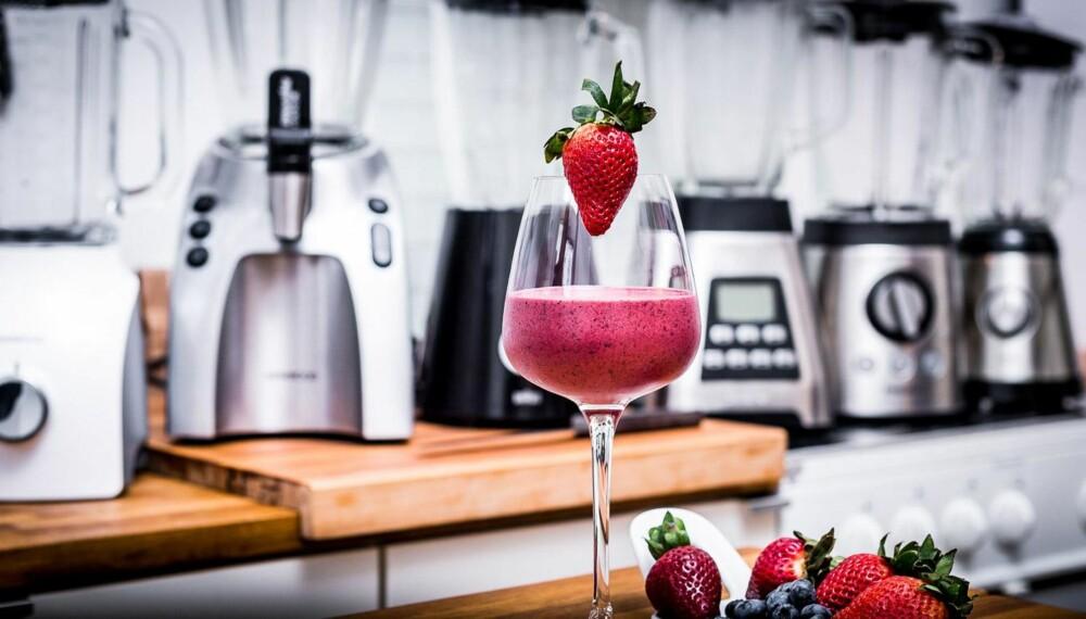 SMOOTHIE: En lekker drikk med frukt og bær passer både til hverdag og fest.