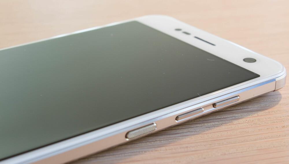 STOR: En 5,2 tommers skjerm i en relativt liten kropp, gjøre at ZTE Blade V8 fremstår som en kompakt mobil.