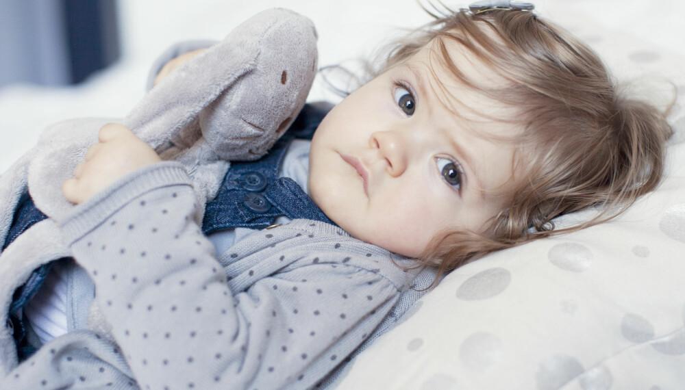 REISEAPOTEK OG SYKT BARN PÅ FERIE: Du vil nødig at barnet ditt skal bli sykt på ferie. Her er tipsene til et komplett reiseapotek for barnefamilier! FOTO: Getty Images.