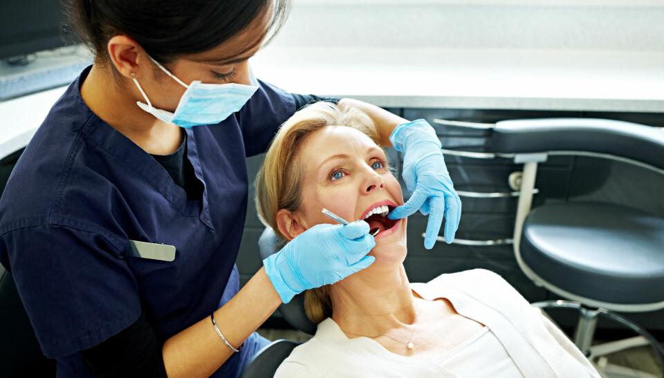 HELFO OG REFUSJON FRA TANNLEGE: Lurer du på om du kan få støtte til tannbehandling? Eller om nav dekker tannlegen? Her har du en oversikt. FOTO: Getty Images.