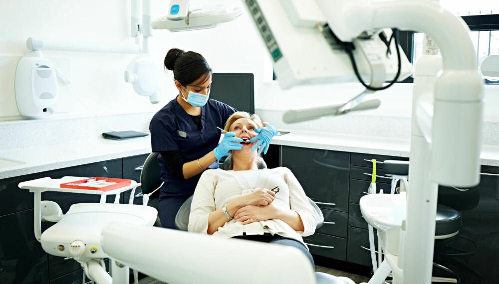 TREKKE TENNER: Lurer du på om du får betennelse i kjeven etter tanntrekking? Her får du svaret! FOTO: Getty Images.