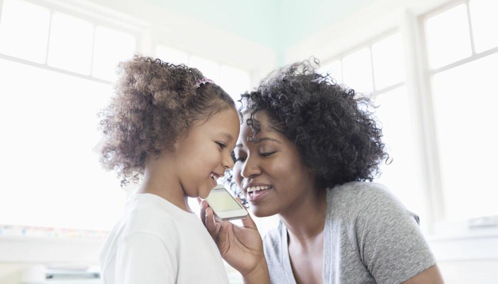 KOMMUNIKASJON MED BARN: Hvordan kommuniserer du egentlig med barn? Her er rådene du trenger for å lære alt om barn og kommunikasjon. FOTO: Getty Images.