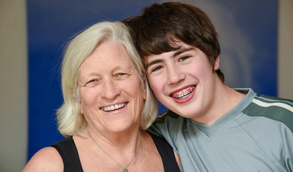 NÆRT OG GODT FORHOLD: Tom synes det er helt greit å ha en mamma på 73 år og forteller at han og moren Turid kan snakke sammen om nærmest alt. FOTO: Siri Walen Simensen.