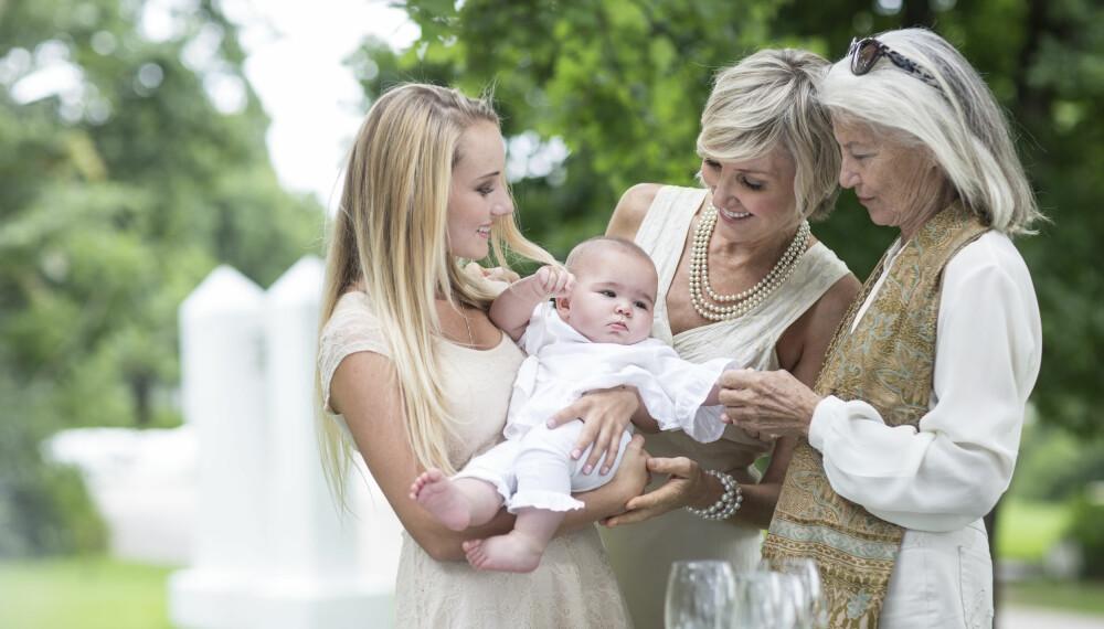 BARNEDÅP: Hva skal du egentlig gi i dåpsgave? Og hvordan pynter du til barnedåp? FOTO: Getty Images.