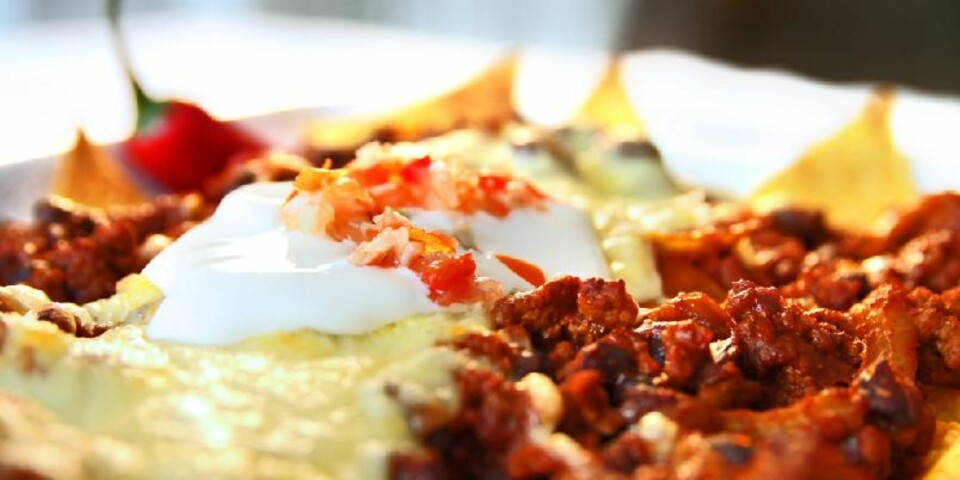 OPPSKRIFT PÅ NACHOS: Det er deilige kryddersmaker i nachos med kjøttdeig og ost. FOTO: Erik Hannemann