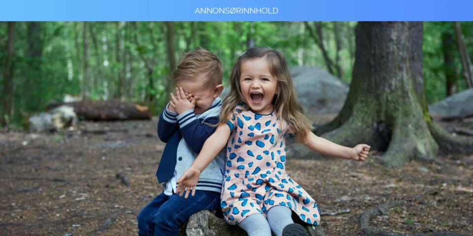 La barna boltre seg i klær som tåler lek og moro!