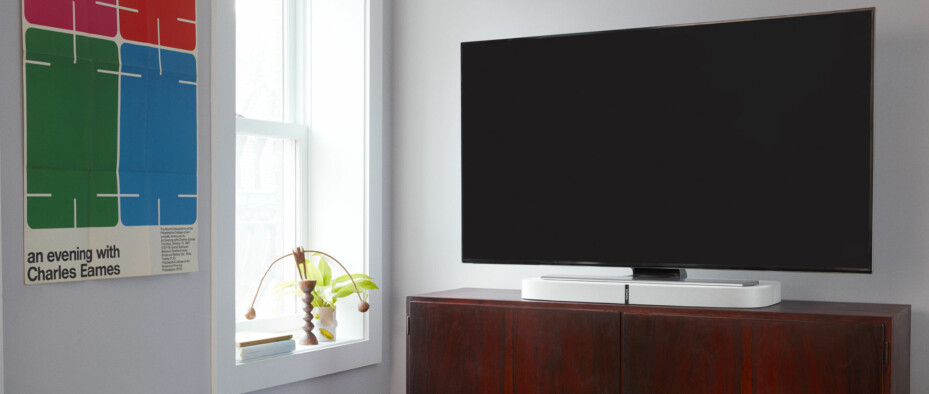 HVIT: Sonos Playbase kommer i sort eller hvit utførelse (Foto: Sonos).