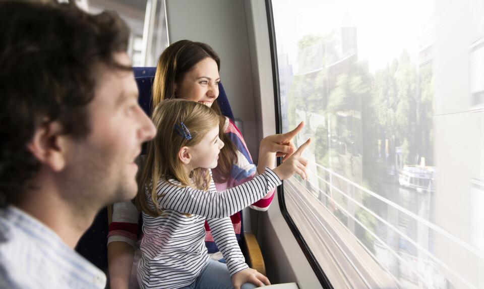 INTERRAIL MED BARN: Interrail er ikke lenger forbeholdt unge voksne. Ta med barna på en herlig opplevelse! FOTO: Getty Images.