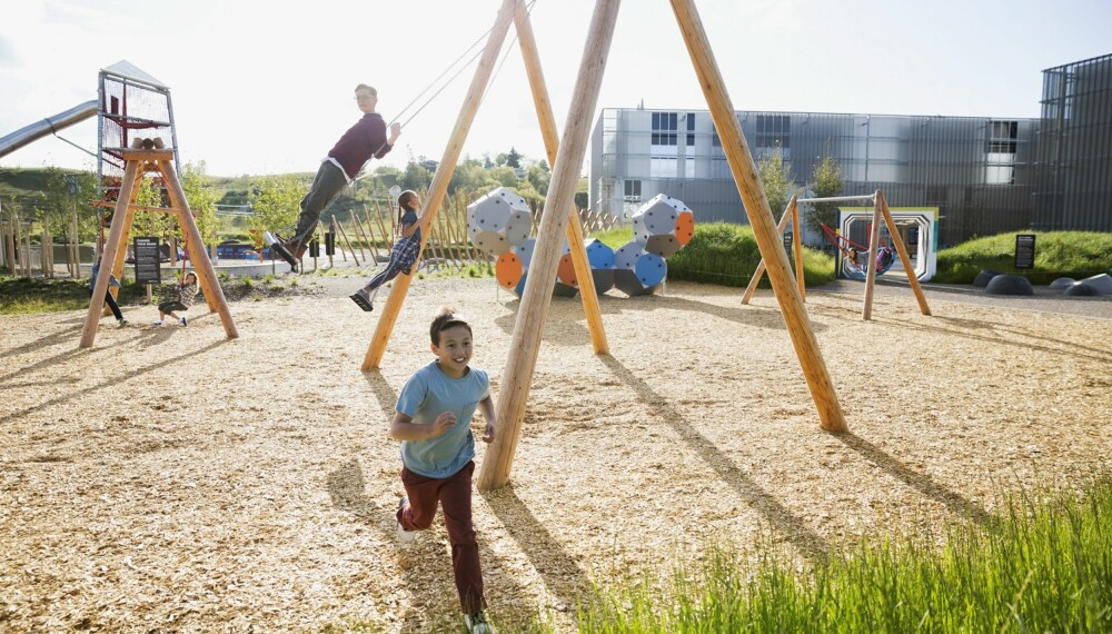 KØBENHAVN MED BARN: Vi gir deg ti forslag til aktiviteter for barn i København. En av dem er å tilbringe tid på en av Københavns mange lekeplasser! FOTO: Getty Images.