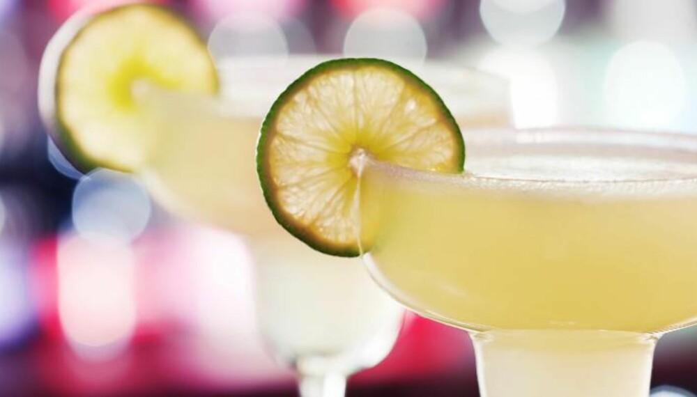 MARGARITA: En margarita er sursøt på smak, og ekstra spennende blir drinken om du har salt på kanten av glasset. FOTO: Colourbox