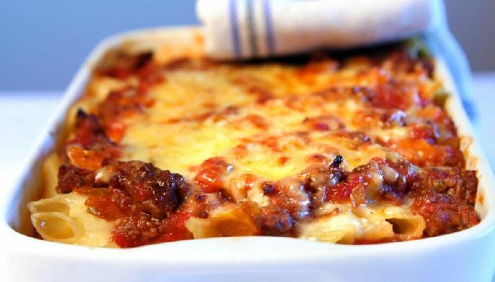 DEILIG: Pasta med kjøttsaus, hvit saus og ost ovnsbakt i form. FOTO: Erik Hannemann.
