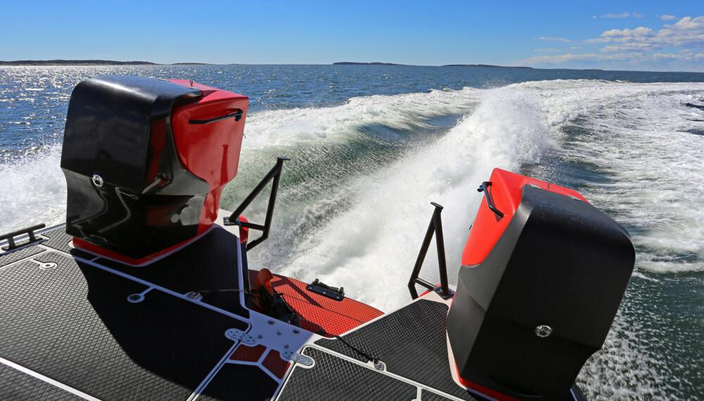 ÅPENT DEKK: Lavt fribord er viktig under redningsoperasjoner. (FOTO: Terje Bjørnsen, Glenn Røkeberg og Hydrolift)