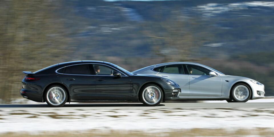 V8 ELLER ELEKTRISK?: Vi har testet Porsche Panamera og Tesla Model S 90D. (FOTO: Petter Handeland)
