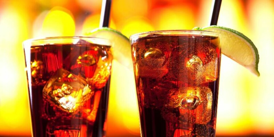 FEM PÅ: Det er både tequila, gin, rom, vodka og appelsinlikør. FOTO: Colourbox.