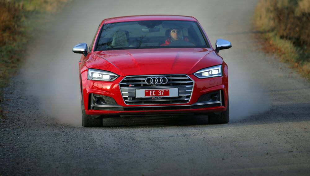 RØD OG HISSIG: Den nye Audi S5 har mindre motor enn sin forgjenger, men har likevel beholdt både akselerasjon og topphastighet. (FOTO: Terje Bjørnsen)