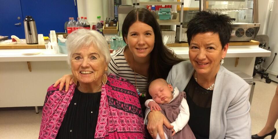 GENERASJONER: Sandra har dette bildet som minne av fire generasjoner kvinner. Her er hun sammen med datteren, moren og mormoren - kort tid før mormoren døde.