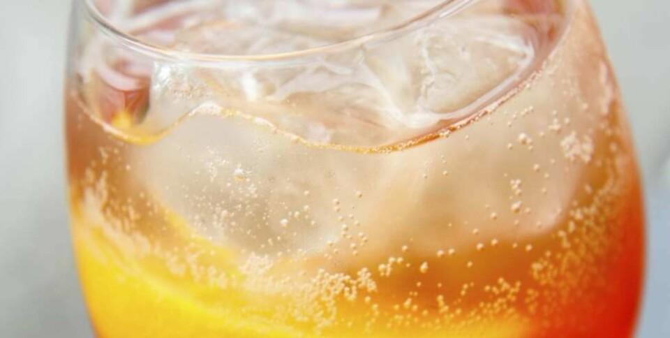 FORFRISKENDE: Blander du Aperol, prosecco og soda, får du en Aperol Spritz. Foto: Thinkstock