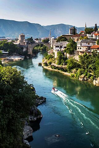 Mostar: Vakker og istykkerskutt. Den velkjente broen ble ødelagt i 1993, men gjenoppbygd i 2004.