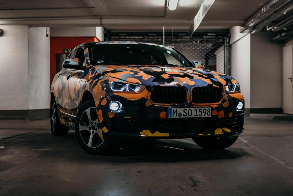 LITEN X: Snart skal også BMW X2 vises uten kamuflasje.