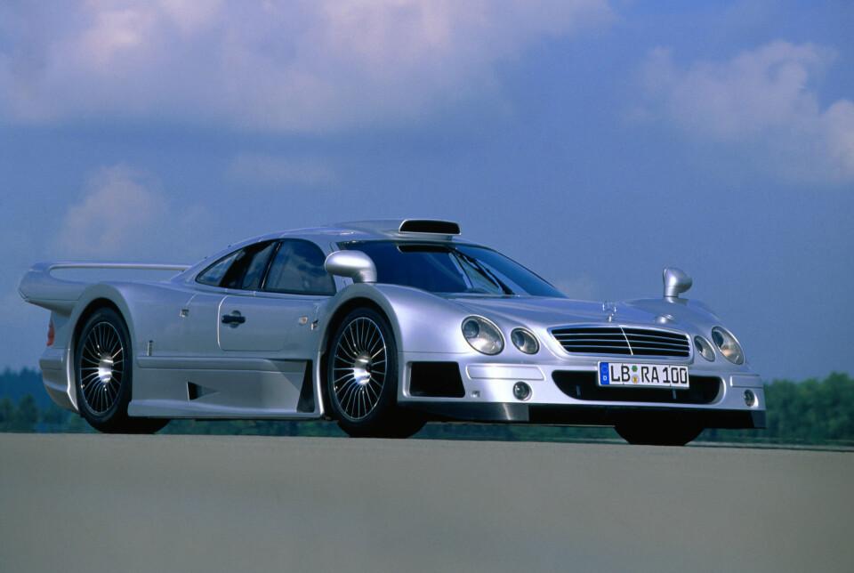 FORGJENGER: Mercedes CLK-GTR.