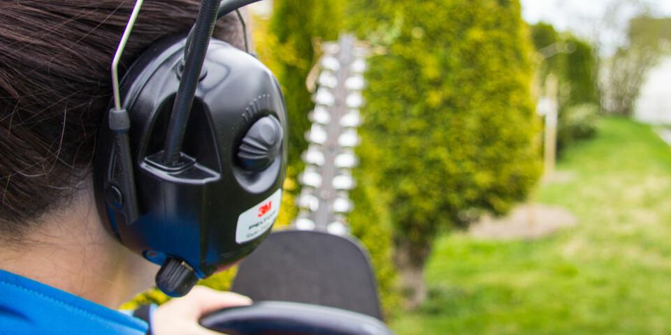 UNDERHOLDNING: Peltor beskytter ørene dine og gir deg radiounderholdning med på kjøpet.