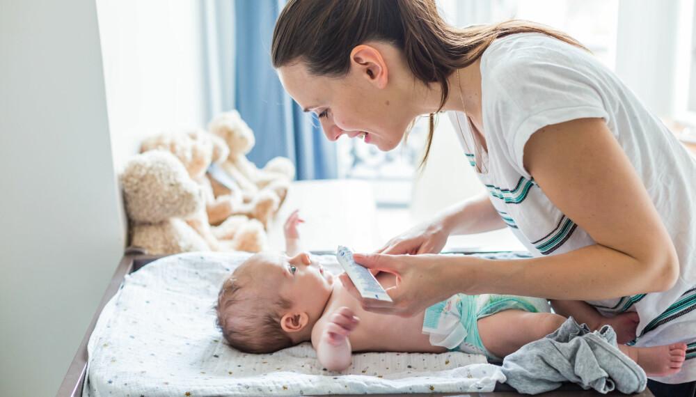 """ATOPISK EKSEM HOS BABY: Smør inn babyen med krem også i de """"gode"""" periodene, så minskes sjansen for flere utbrudd. FOTO: Getty Images."""