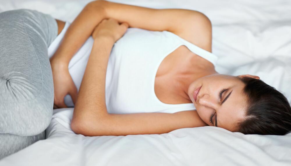 OPPBLÅST MAGE VED MENSTRUASJON: Sliter du med magevondt og oppblåst mage før og under menstruasjonen? Foto: gettyimages.com.