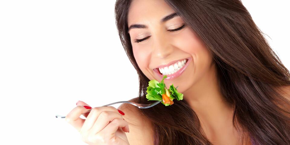 SALAT: - Jeg tror ikke på at kvinner flest våkner om morgenen og gleder seg til å få i seg et salatblad, to tomater, en agurk og litt løk, skriver Tonje. ILLUSTRASJONSFOTO: Colourbox.com