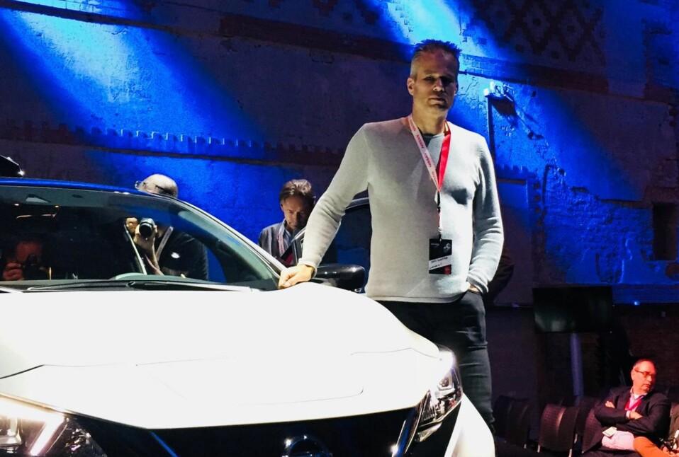 FØRSTE KUNDE: Jens Kristian Kirkebø var den aller første til å eie Leaf i Norge. Seks år senere har han fortsatt sin første Leaf, og er en av de første i Norge som har sittet i nye Nissan Leaf: Bildet er fra Europa-lanseringen i Oslo. Foto: Nissan Norge, Facebook-side