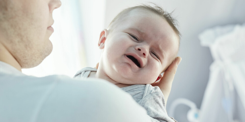FORSTOPPELSE HOS BABY: Det er spesielt overgangen fra melk til fast føde som kan gi problemer for den lille magen. Foto: Gettyimages.com.