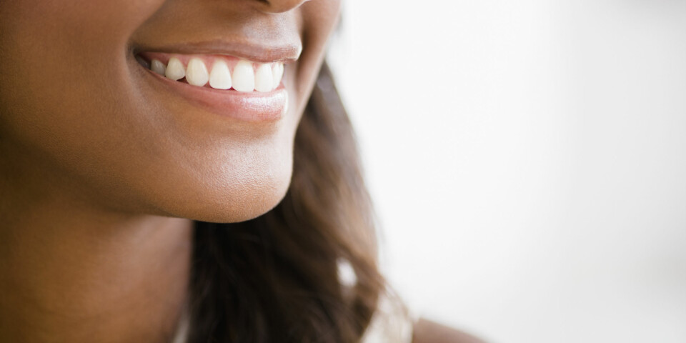 HVITE TENNER: Du trenger ikke nødvendigvis bleke tennene for at de skal bli hvite. Her får du alternative råd til hvordan få hvite tenner. FOTO: Getty Images.
