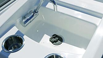 BRA UTSTYRT: Standard utstyrspakke er bra, blant annet med vask, trykkvann og 25 liters vanntank. (FOTO: Terje Bjørnsen)