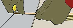 DRA: Bruk meterstokken som avstandsstykke. Bruk venstre pekefinger som anlegg på ytterkanten. Dra hele snittet i en bevegelse.